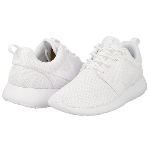 9bb9399a37be Nike WMNS Roshe One white (511882-111) Sz 7.5 EUC!  M 5ad02afd6bf5a6c9818bbb0e
